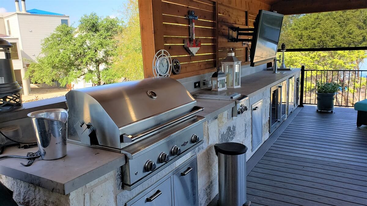 Outdoor kitchen on deck