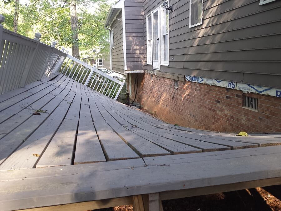 Collapsing deck