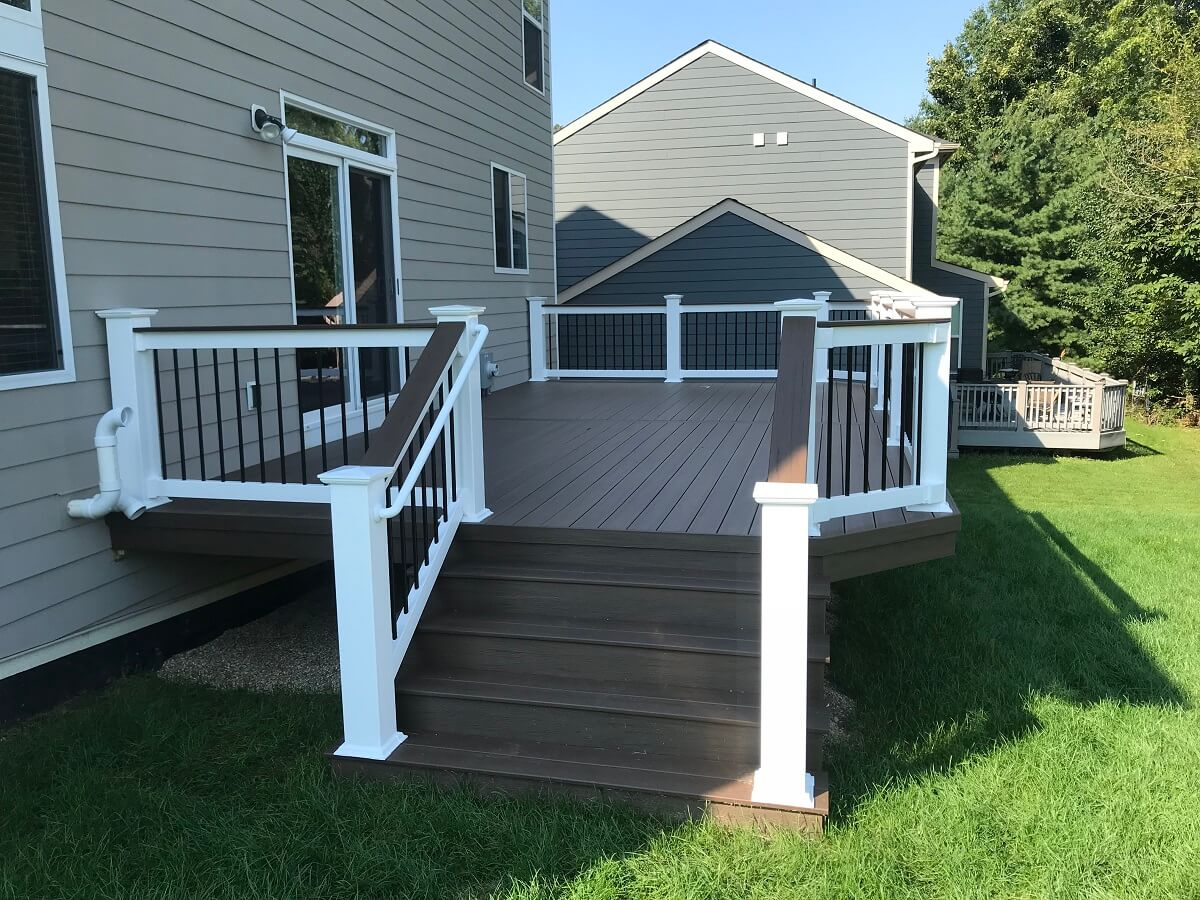 Custom deck with railing and stairs