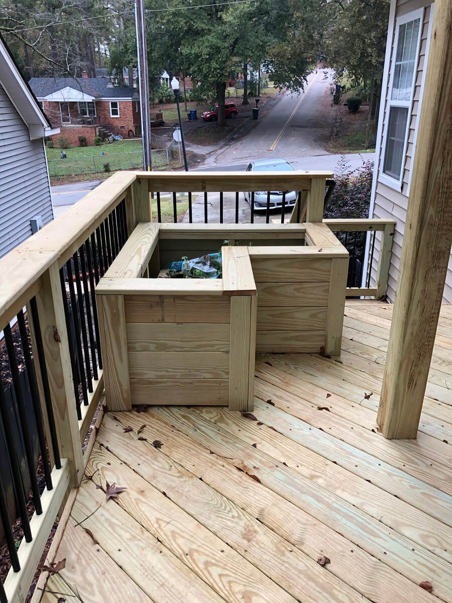 L-shaped planter box