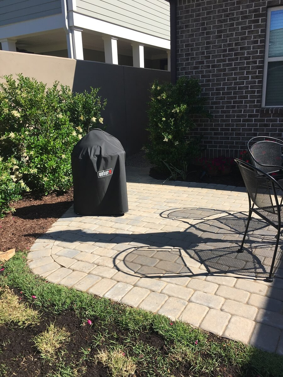 Patio curved border and outdoor grill