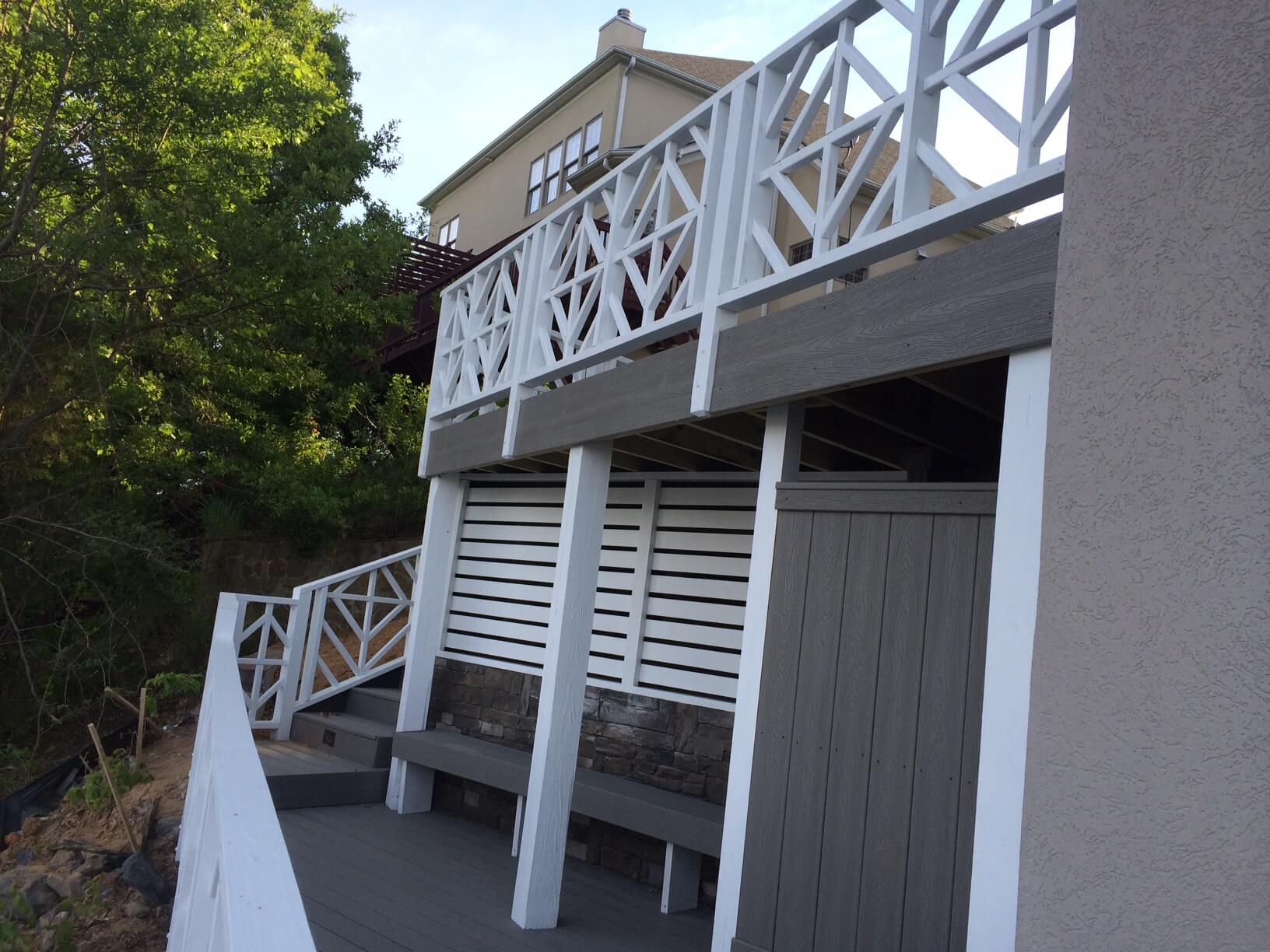 Trex Deck With Outdoor Shower And Custom Balusters Steele Creek 1)