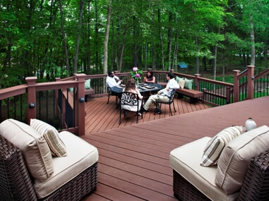 Beautiful Mulit-level deck with built in benches