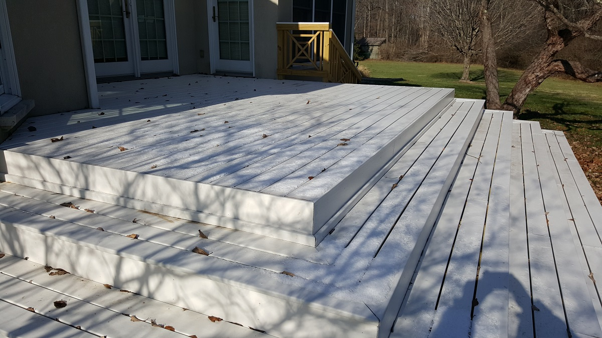 Low-maintenance deck with tiered steps