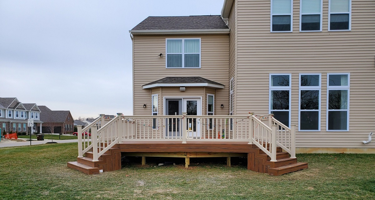 Mt.-Hope-vinyl-railing-for-the-new-deck-addition