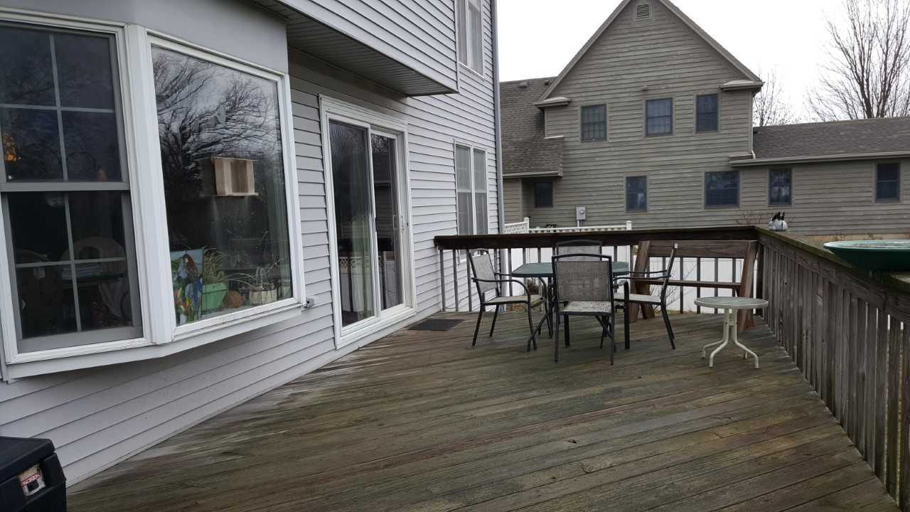 deck with outdoor furniture