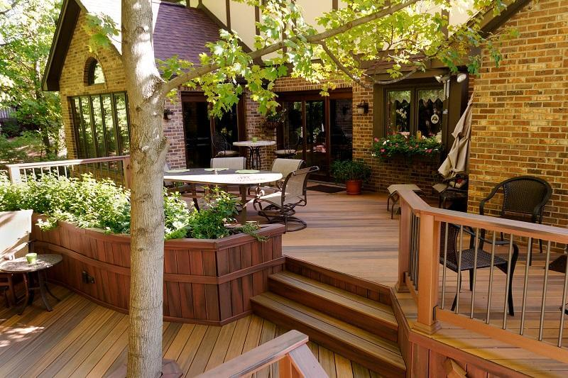 Deck with outdoor furniture and built in planters