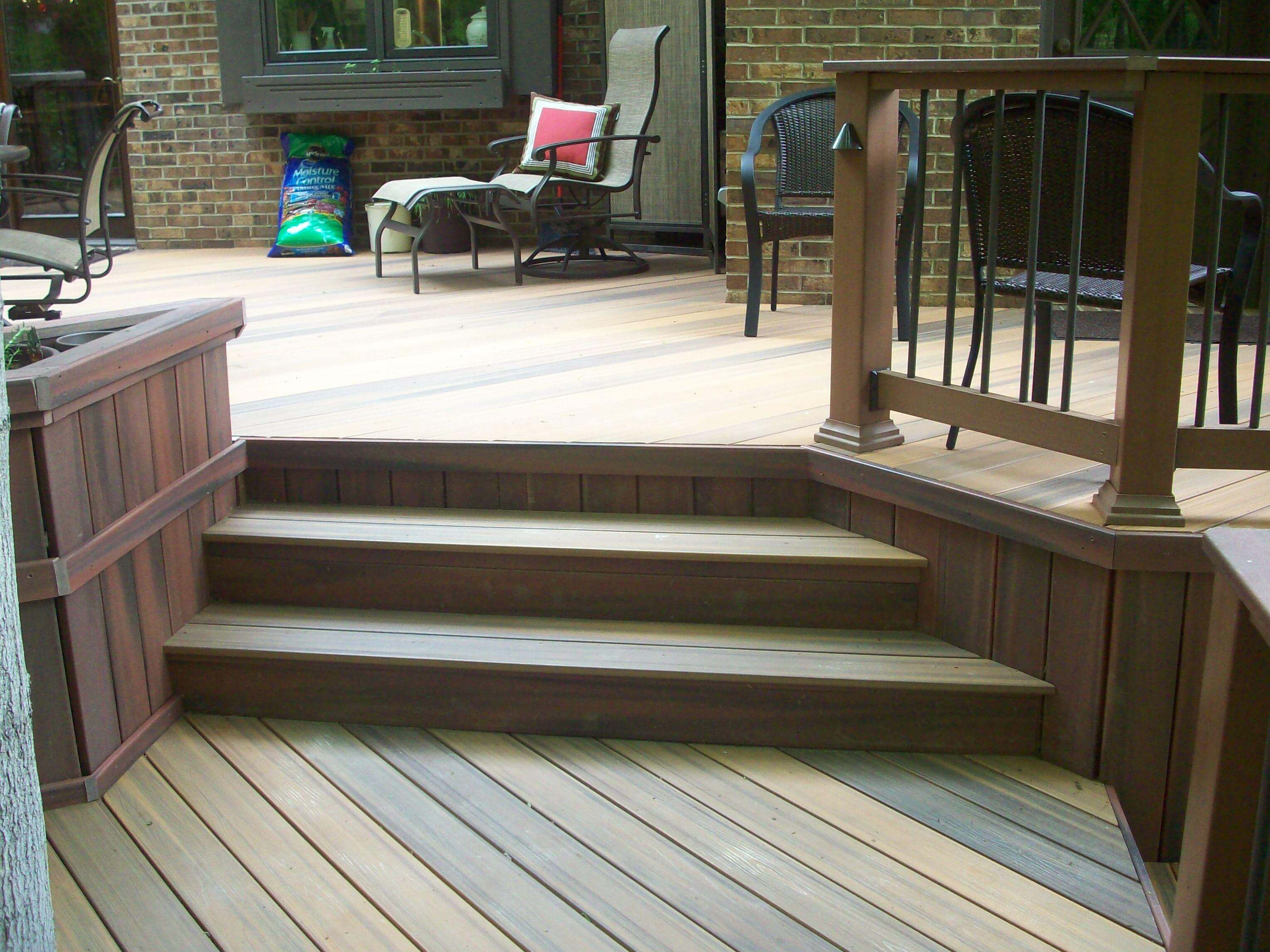 Multi-level deck