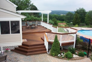 Multi-level deck by Archadeck of West Portland