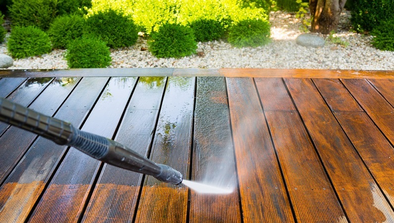 Cleaning deck with water pressure