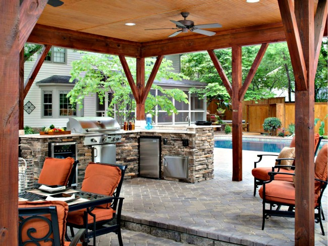 Porch with built in kitchen and patio furniture